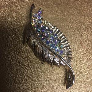 Jewelry - Beautiful Rhinestone Pin